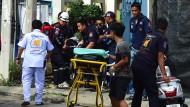 Sanitäter bergen eine verletzte Person in Hua Hin