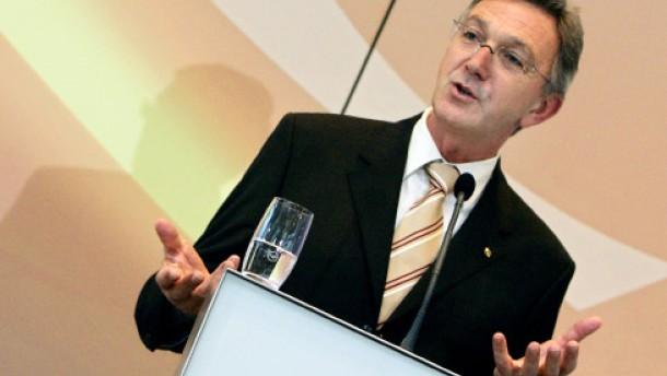 Mayrhuber lehnt Flughafensystem Frankfurt-Hahn ab