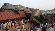 Mehrere Tote bei Zugunfall in Pakistan
