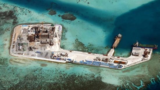 China baut Landebahn mitten im Meer