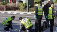 Palästinenser verletzt bis zu zehn Menschen