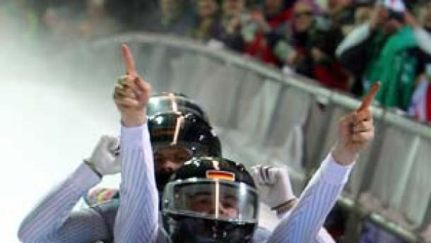 Lange rast auch im Viererbob zum Olympiasieg
