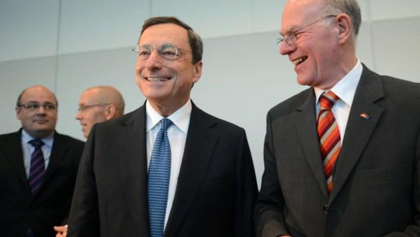 EZB-Chef verteidigt Krisenpolitik