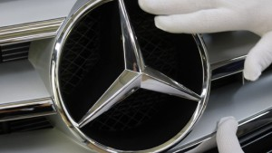 Heuschrecken-Alarm bei Daimler
