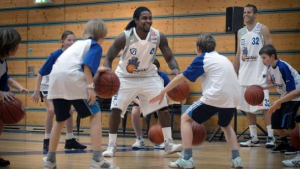 Basketball-Training mit Marius, Pascal und Ree