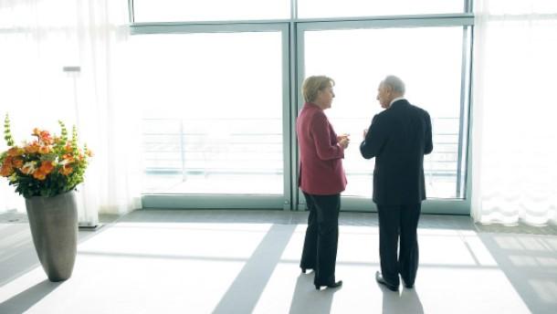 Merkel und Peres einig über Iran-Politik