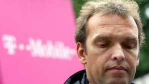 Franke zeigt T-Mobile-Profis an