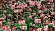 Mehr als 500.000 fordern Rücktritt von Präsidentin Park