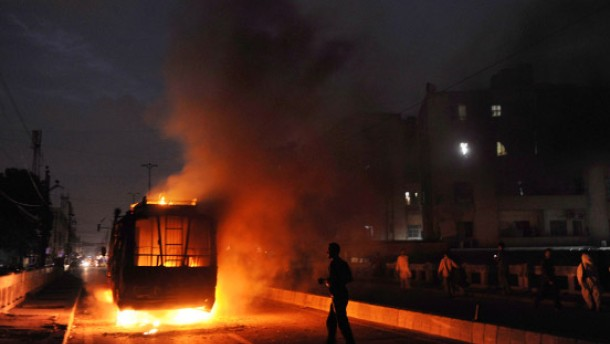Blutige Unruhen nach Mord an Politiker