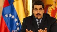 Venezuela erhöht die Benzinpreise und wertet die Währung ab