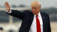 Trump verurteilt nun doch Gewalt von Rassisten