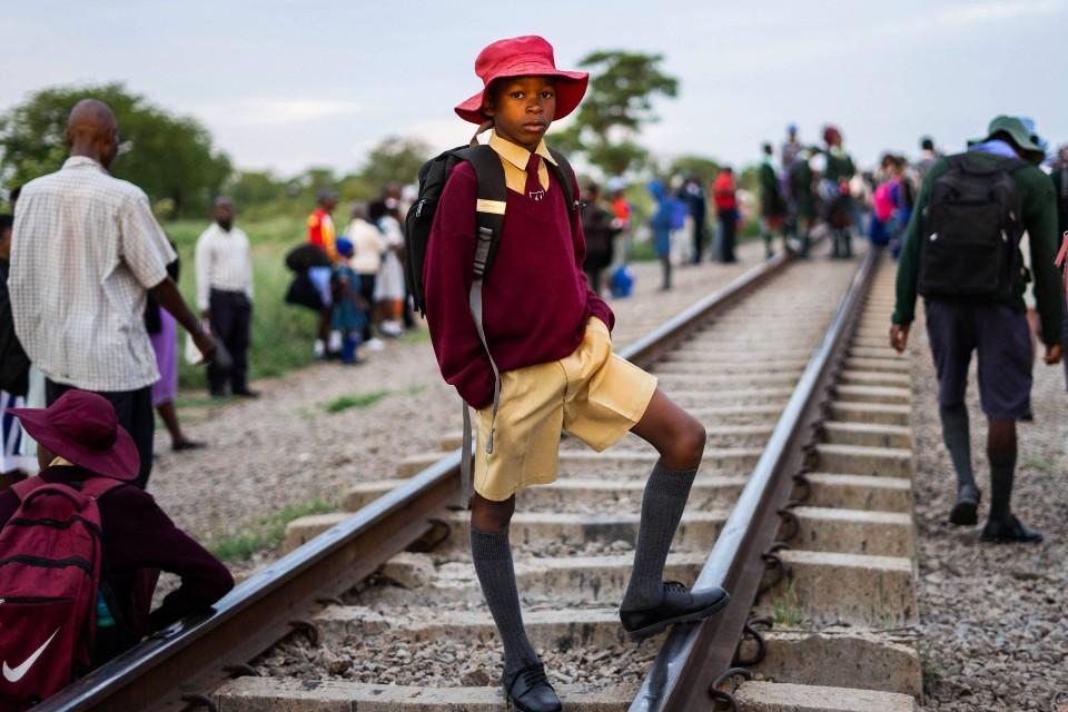 Hut, Shorts und Krawatte: Schuluniform ist Pflicht.