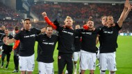 Eintracht-Fans bejubeln Klassenerhalt