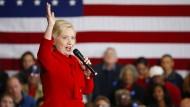 Hillary Clinton ahmt Hundebellen nach