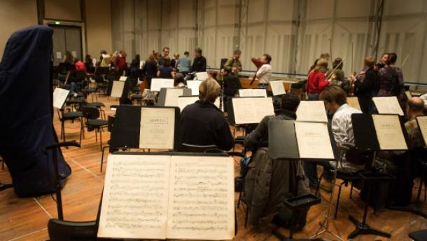 Orchestermusiker und ihre Bezahlung - Matthias Hšfer, Bassklarinettist ,  Jean-Marc Vogt, Tutti-Bratscher und   Detlef Holzhauser, 4. Hornist