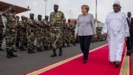 Merkel verspricht Mali mehr Hilfe für unruhigen Norden
