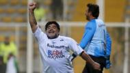 Diego Maradona punktet für den Frieden