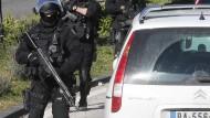 Drogenbanden schießen mit Sturmgewehren auf Polizisten