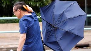Taifun Nida legt Hongkong lahm