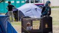 Dramatische Lage in überfülltem Flüchtlingszentrum bei Wien