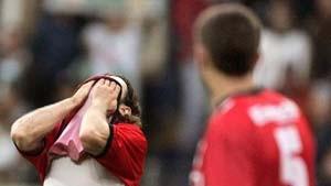 Trainer Funkel bleiben nur noch elf Feldspieler