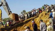 Rettungskräfte suchen nach Überlebenden in Myanmar