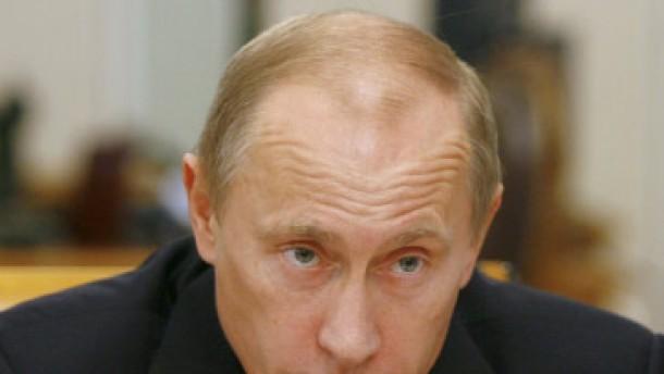 Putin kneift die Augen zu