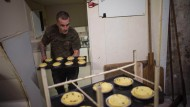 Obdachloser rettet Bäcker und bekommt Bäckerei geschenkt