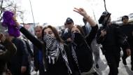 Türkische Polizei zerschlägt Demonstration von Frauen
