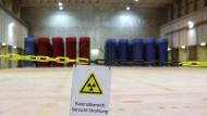Castorbehälter in der Lagerhalle des Atomüll-Zwischenlagers Gorleben. Das geplante atomare Endlager droht dort zu scheitern