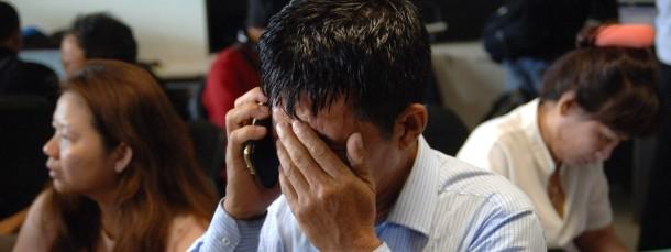 Bange Stunden für die Angehörigen am Flughafen von Surabaya