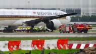 Maschine der Singapore Airlines gerät in Brand