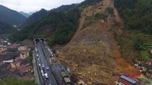 Gewaltiger Erdrutsch nach Taifun