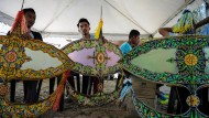 Fantasievolle Drachen an Malaysias Himmel