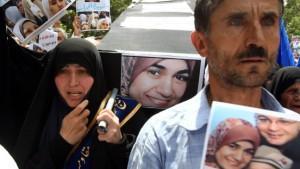"""Trauermarsch in Teheran: Eine """"Märtyrerin"""""""
