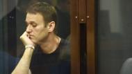 Kremlkritiker Nawalnyj bekommt dreieinhalb Jahre Haft auf Bewährung