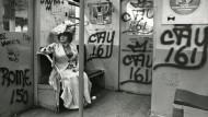 Im Abendkleid in der U-Bahn: Cunninghams Aufnahme Editta Sherman on the Train to the Brooklyn Botanic Garden