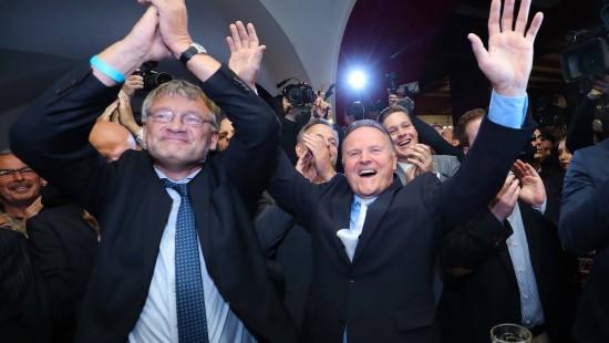 AfD will zur Abwahl der Großen Koalition im Bund beitragen