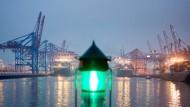 Per App durch den Hamburger Hafen
