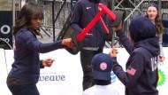 Michelle Obama beim Schwertkampf