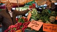 Kein Ort zum schnellen Einkauf: Wochenmärkte, wie jener auf der Konstablerwache, sind beliebt, aber nicht von heute auf morgen zu etablieren