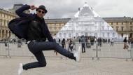Künstler lässt die Louvre-Pyramide verschwinden