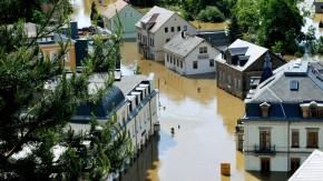 Hochwasser -  Bad Schandau in der Sächsischen Schweiz lebt vom Tourismus und wurde von der Flut stark beschädigt. Die Einwohner fürchten nun um ihre Einkommensgrundlage.