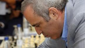 Der Lehrmeister: Garri Kasparow beim Schaukampf in Valencia