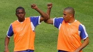 Im Training rennt Robinho Ronaldo schon davon