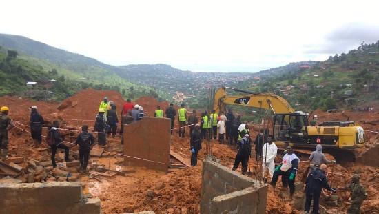 Hunderte Tote nach Erdrutsch