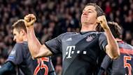 Bayern dank Lewandowski im Achtelfinale