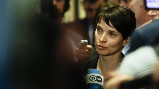 AfD-Chefin Petry bricht Gespräche ab