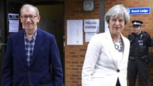 Abschlussumfrage lässt May auf größere Mehrheit hoffen