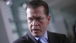 Guttenberg fordert offenen Nato-Bericht an
